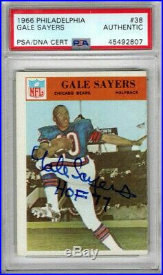 Gale Sayers Psa Dna Signed 1966 Philadelphia Rookie Card Autograph Hof 77 Insc