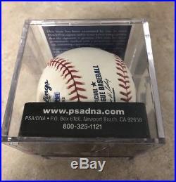 Tom Seaver Autographed OML Baseball PSA/DNA 9.5